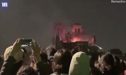 Clip người dân Pháp quỳ gối hát thánh ca bên ngoài nhà thờ Đức Bà Paris đang chìm trong biển lửa hút gần 10 triệu lượt xem