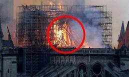 Phát hiện sốc trong bức ảnh chụp Nhà thờ Đức Bà Paris lúc bốc cháy