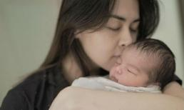 """Vợ chồng """"Mỹ nhân đẹp nhất Philippines"""" đăng ảnh cận mặt quý tử mới sinh: Hứa hẹn trở thành hot boy tương lai"""