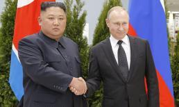 Cái bắt tay lịch sử giữa Chủ tịch Kim Jong Un và Tổng thống Putin