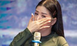 Ca sĩ Đinh Hiền Anh xúc động trong buổi ra mắt dự án âm nhạc mới