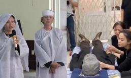 Vợ cũ nghệ sĩ Lê Bình quấn khăn tang, túc trực trong đám tang