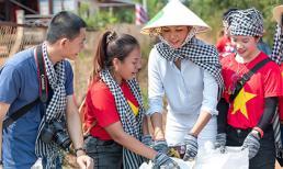 Mặc nắng gắt, H'Hen Niê cùng các bạn trẻ thu gom rác ở quê nhà