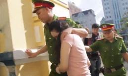 Hot girl Ngọc Miu sợ hãi khi cùng trùm ma túy Văn Kính Dương bị áp giải tới tòa