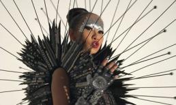 Thảo Trang gây ấn tượng với gu thời trang ma mị, chẳng kém cạnh các sao trên thảm đỏ Met Gala