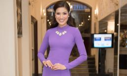 Nguyễn Thị Thành diện áo dài tím nền nã dự sự kiện