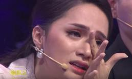 Hoa hậu Hương Giang bật khóc trên sóng truyền hình khi nhắc đến bố