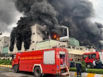 Cháy dữ dội kèm tiếng nổ lớn xảy ra ở Khu công nghiệp Việt Hương, Bình Dương
