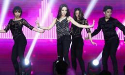 'Mỹ nhân Tân Cương' khoe vũ đạo gợi cảm ở tiệc sinh nhật đón tuổi 27