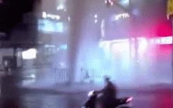 Cột nước phun cao như vòi rồng bất ngờ xuất hiện trên đường phố ở Sài Gòn