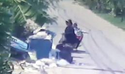 Mẹ nhẫn tâm vứt con mới sinh vào bãi rác ngay giữa ban ngày