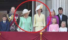 'Thần tiên cũng nổi điên' với lý do Meghan Markle bỗng dưng 'mất hút' giữa các thành viên Hoàng gia trên ban công Cung điện