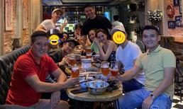 Dù Dương Triệu Vũ đã che mặt nhưng fan đều khẳng định người ngồi kế Bảo Anh là Hồ Quang Hiếu