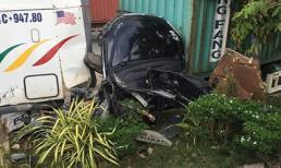 Ảnh, clip hiện trường vụ xe container tông ô tô 4 chỗ bẹp dúm khiến 5 người thiệt mạng