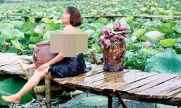 Không chịu thua chị kém em, quý bà cởi trần ôm chum ở hồ sen khiến dân mạng hốt hoảng