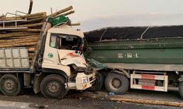 2 người chết trong ca bin sau cú tông đuôi xe tải, cầu Thanh Trì ùn tắc nghiêm trọng