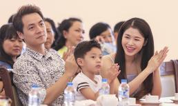 Gia đình Đăng Khôi Thủy Anh 3 năm liên tiếp nhận danh hiệu gia đình hạnh phúc tiêu biểu.