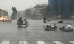 Bão số 2 cách đất liền 240km, Hà Nội xuất hiện mưa dông, gió giật mạnh