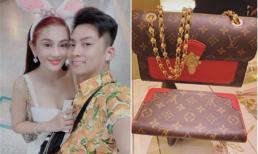 Không chỉ cùng nhau đi du lịch Hàn Quốc, chồng Lâm Khánh Chi còn cưng chiều mua đồ hàng hiệu tặng vợ