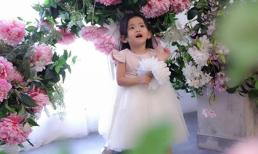 Tròn 2 tuổi, con gái Hải Băng gây sốt vì trong veo như công chúa