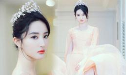 Lưu Diệc Phi đẹp vô thực, đội vương miện xinh đẹp như nàng tiên bước ra từ truyện cổ tích