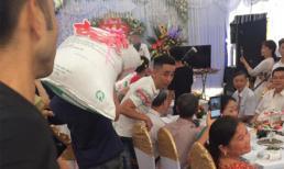 Quan khách tròn mắt với món quà cưới có 1-0-2 được hàng chục thanh niên trai tráng vác vào hôn trường