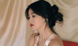 Song Hye Kyo lả lơi với váy áo, vẫn được các thương hiệu lớn ưu ái hậu ly hôn