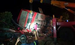Xe khách va chạm ô tô tải ở Đắk Lắk, hơn 10 người thương vong