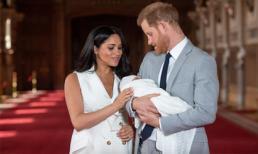 Hoàng tử Harry được cho là đang bị mắc kẹt sau khi con trai đầu lòng chào đời, lý do đưa ra gây tranh cãi
