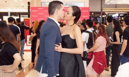MC Phương Mai được chồng Tây khâu váy, hôn nhau đắm đuối trước truyền thông và quan khách