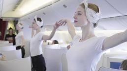 10 vũ công đẹp như nữ thần múa ba lê trên máy bay khiến hành khách ngẩn ngơ