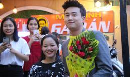 Quốc Trường được fans vây kín và tặng quà tại Đà Nẵng và Huế