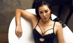 Diễn viên Thanh Hương phô trọn làn da nâu, ngực đầy trong bồn tắm