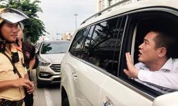 CSGT TP.HCM trả lại xe cho người đàn ông ôm bọc tiền cố thủ