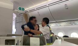 Khách thương gia say xỉn, sàm sỡ nữ hành khách bị đuổi ra khỏi máy bay là đại gia BĐS