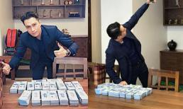 Việt Anh đăng ảnh bên đống tiền, không quên 'đá đểu' anti-fan