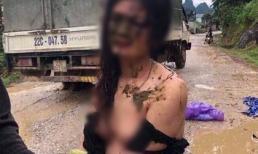 Xôn xao hình ảnh cô gái trẻ bị đánh ghen, lột quần áo và ném chất thải khắp người ngay giữa đường