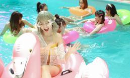 Hari Won khiến fan 'choáng' khi nhuộm tóc bạch kim, diện bikini khoe vòng một táo bạo