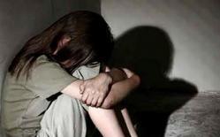 Hai chị em ruột bị hàng xóm xâm hại tình dục nhiều lần dẫn đến mang thai