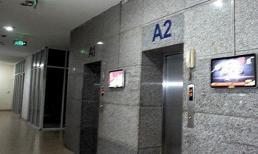 Công an làm việc với nghi can dâm ô bé gái trong thang máy chung cư ở Hà Nội