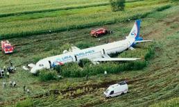 Máy bay Nga hạ cánh khẩn cấp xuống ruộng ngô do đâm phải chim