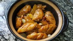 Chỉ với 3 phút chuẩn bị để có ngay món cánh gà hầm tỏi cực thơm ngon