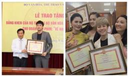 Dàn diễn viên phim 'Về nhà đi con' được Bộ Văn hoá Thể thao - Du lịch tặng bằng khen