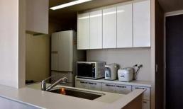 Nhà bếp ở Nhật thường chỉ bằng 1/2 căn bếp của chúng ta nhưng lại rất gọn gàng, ngăn nắp và đây là cách họ làm