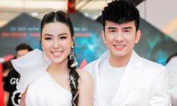 Hoa hậu Băng Khuê diện dạ hội trễ vai khoe chân dài nuột nà hội ngộ ca sĩ Đan Trường