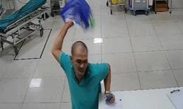 Bệnh nhân say xỉn đánh 2 nữ điều dưỡng viên, gây náo loạn phòng cấp cứu