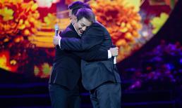 Hoài Lâm tái xuất với vẻ ngoài thư sinh, ôm chầm Quang Lê trên sân khấu