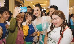 Hàng trăm fan hô vang tên, cổ vũ cuồng nhiệt cho Angela Phương Trinh tại sự kiện