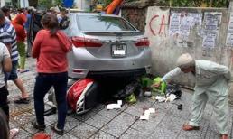 Đạp nhầm chân ga khi quay đầu xe, nữ tài xế lao ô tô lên vỉa hè khiến 3 người nhập viện