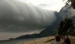 Đám mây khổng lồ 'nuốt chửng' bờ biển như ngày tận thế